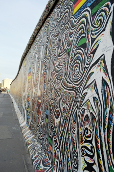 1 BERLIN 195