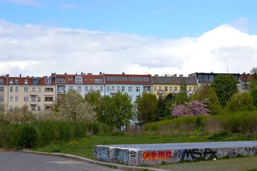 1 BERLIN 019