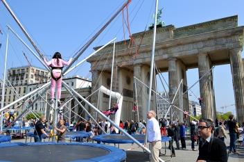 1 BERLIN 099