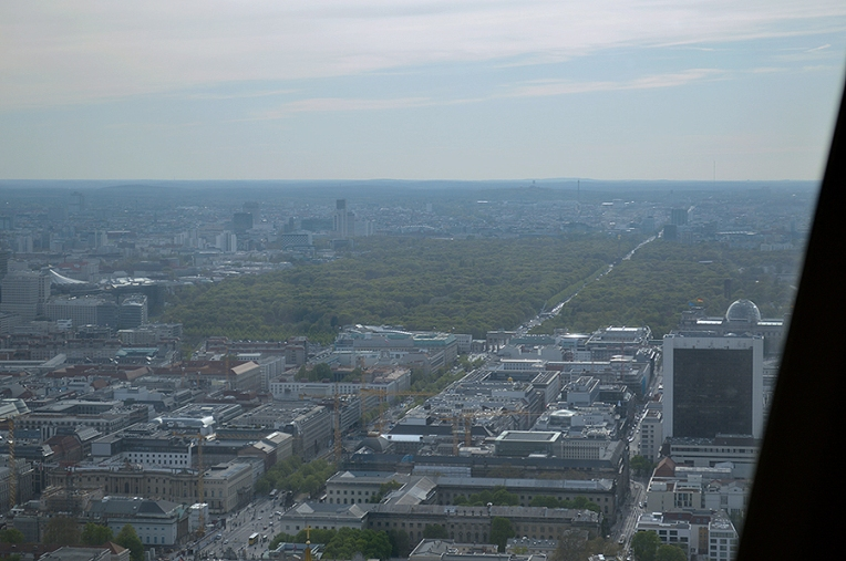 Do you see the Brandenburg gate?