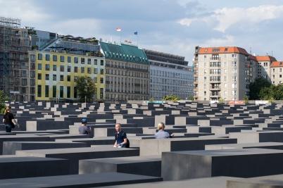 Memorial honoring Jews