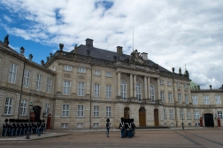 Amalienborg/ royal palace/ changing of the guards